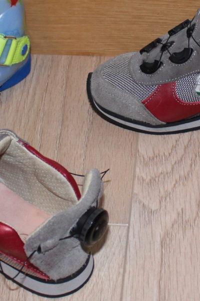 Mes attelles de jour. Voici mes dernière attelles de jour conçues en Espagne au centre Essentis, je les portes toute la journée et j'ai également des chaussures pour allé avec.